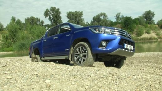 TOYOTA-HILUX-DOUBLE-CAB-video-test